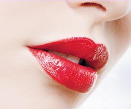 玻尿酸丰唇怎么样