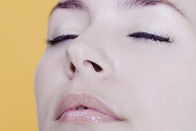 上海做缩鼻孔手术复杂吗