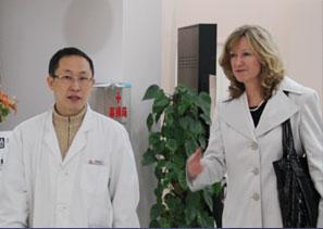 汪灏2012年与美国专家交流关于胸部整形技术问题