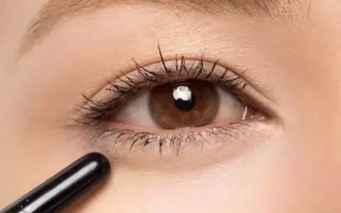 如何区分卧蚕与眼袋