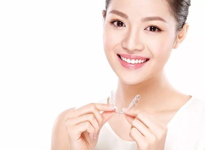 上海美莱|说说戴牙套的那些糗事儿,简直不要太扎心!