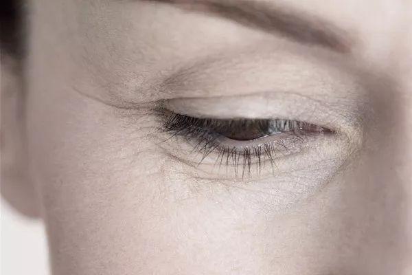 上海做压线双眼皮和埋线双眼皮有何区别