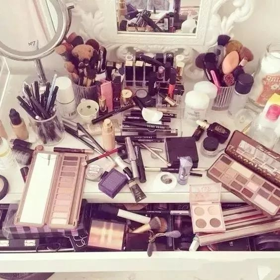 选择美莱化妆 ,从此告别脱妆烦恼
