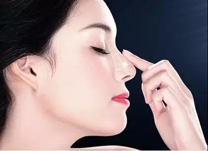 隆鼻手术后多长时间可以碰水
