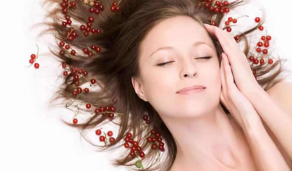 卧蚕与眼袋的主要区别在哪里,产生的原因是什么