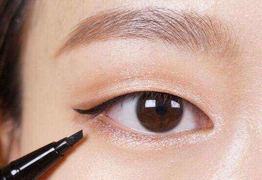 上海做埋线双眼皮手术大概多久能恢复呢
