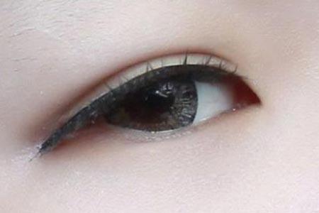 为什么有的人割的双眼皮看起来很假