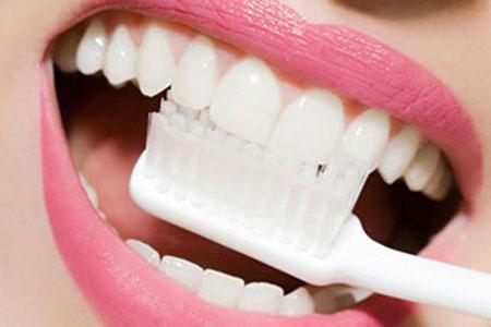 牙齿有点黄怎么才能变白啊