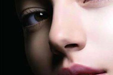 自体内软骨隆鼻术后鼻子会不会透光