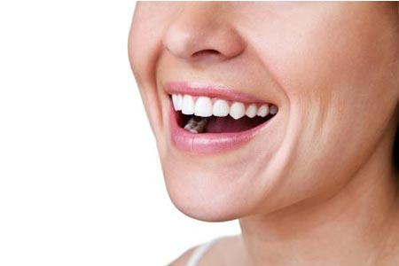 天生牙齿就有点黄怎么才能变白啊